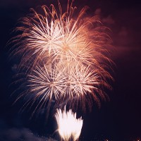 Untitled-1_0002_firework-over-the-water-PXT5D4H